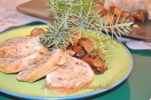 Rotolo_tacchino_ripieno_castagne_bacche_ginepro, secondi carne, ricette delle feste, tacchino ripieno
