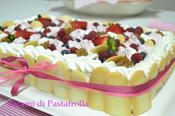 Pan di Spagna con crema alla nocciola e frutta fresca