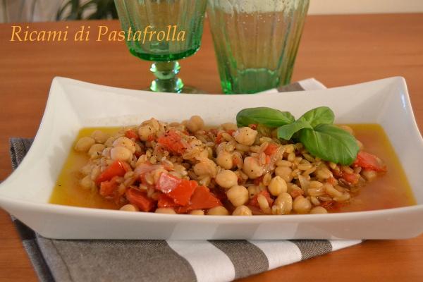 Zuppa di Kamut con ceci pomodori e basilico