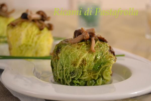 Fagottini di verza con patate e funghi chiodini