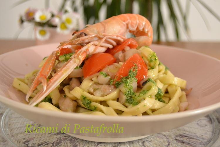 Scialatielli_pesto rucola_pomodorini_gamberoni, ricette pesce, primi piatti, menù di capodanno