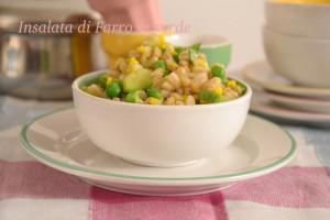 Insalata di farro, zucchine piselli curry. piatti unici