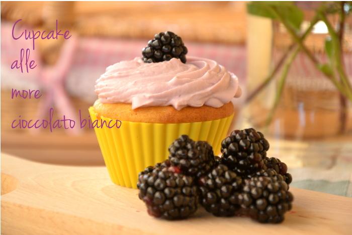 cupcake al cioccolato bianco e crostini alle more