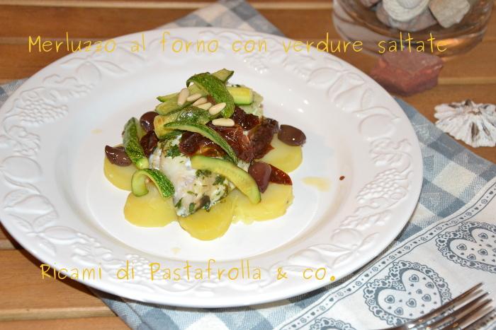 Merluzzo al forno con patate e verdure saltate