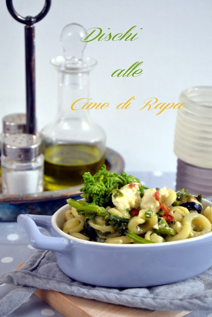 Dischi alle cime di rapa pomodori secchi e olive nere