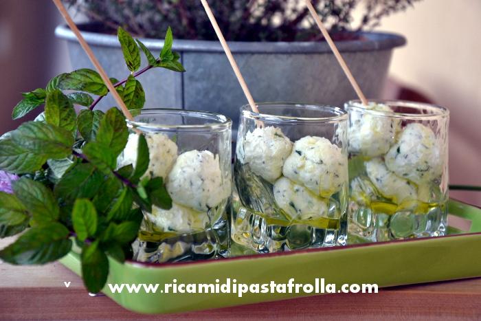 antipasto, finger food, ricotta, erbe aromatiche, olio d'oliva