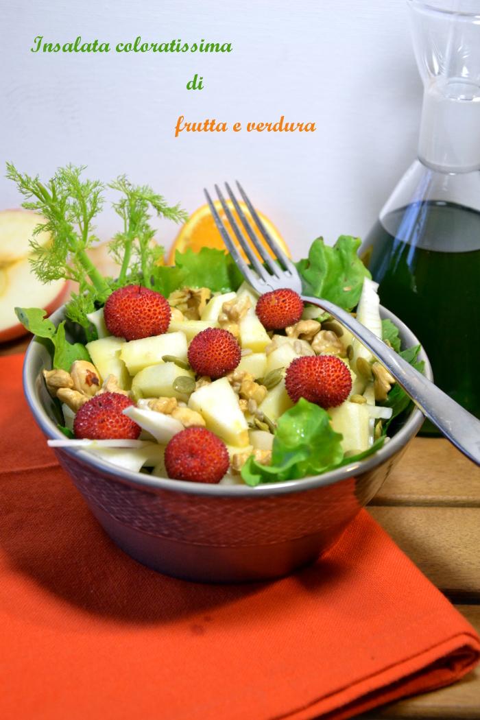 iInsalata ricca con frutta mista e emulsione di olio e arancia