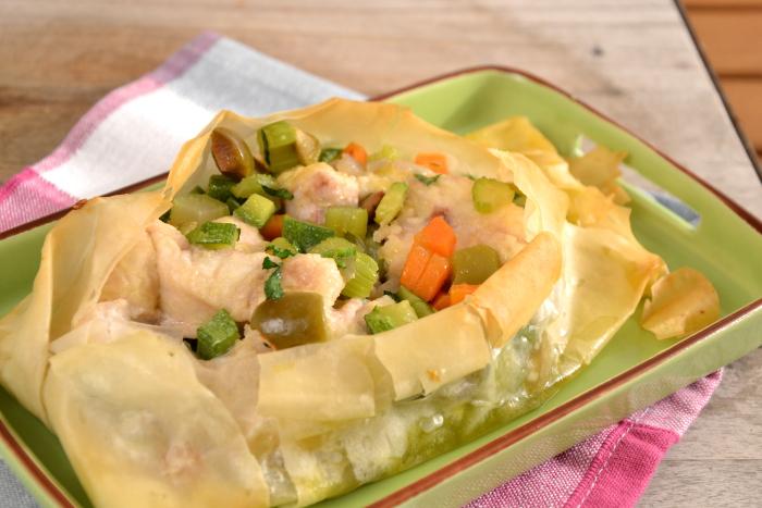 Cartoccio di pasta fillo con palombo e verdure croccanti