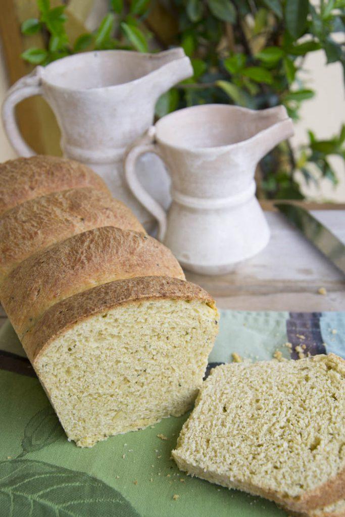 pan brioche salato al pesto di basilico