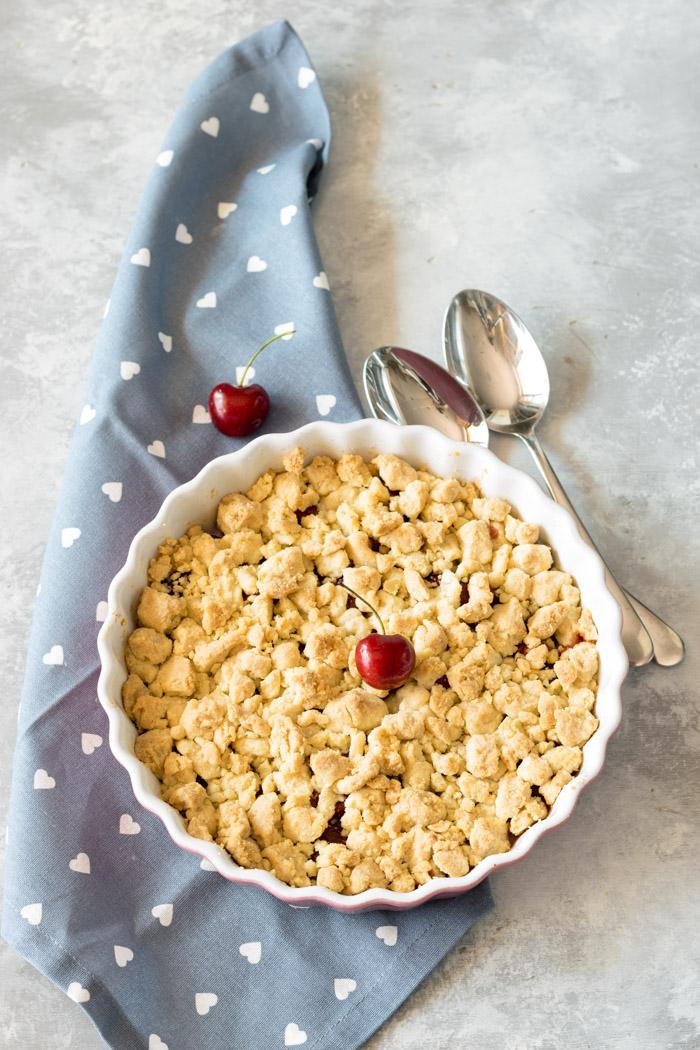 Ricetta del crumble di ciliegie da prepararsi in pochi minuti
