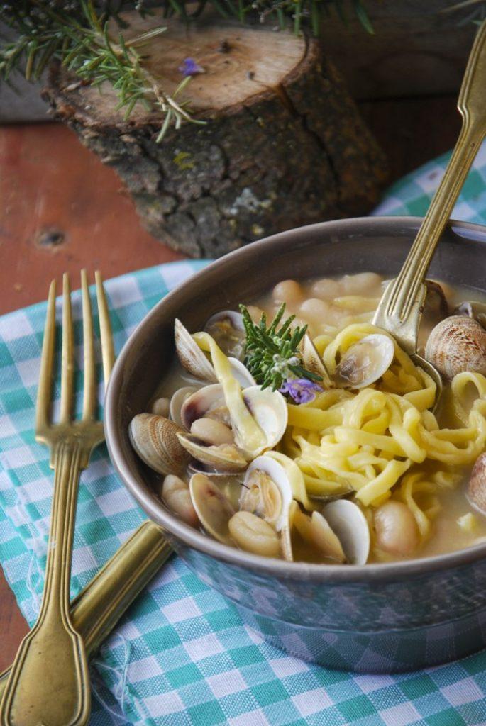 minestra di fagioli con vongole e tagliolini