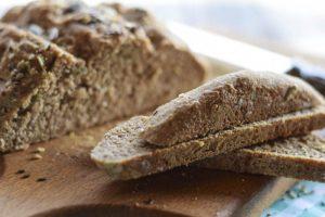 ricetta pane nero,farina integrale, pane con semi misti,