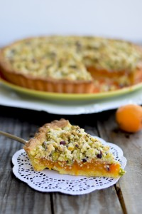 crostata albicocche e pistacchi, crostata ripiena, crostata con frutta fresca
