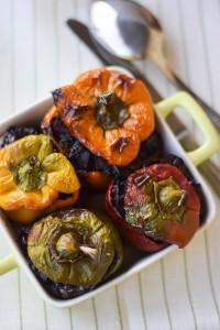 peperoni ripieni al forno con riso venere e scamorza