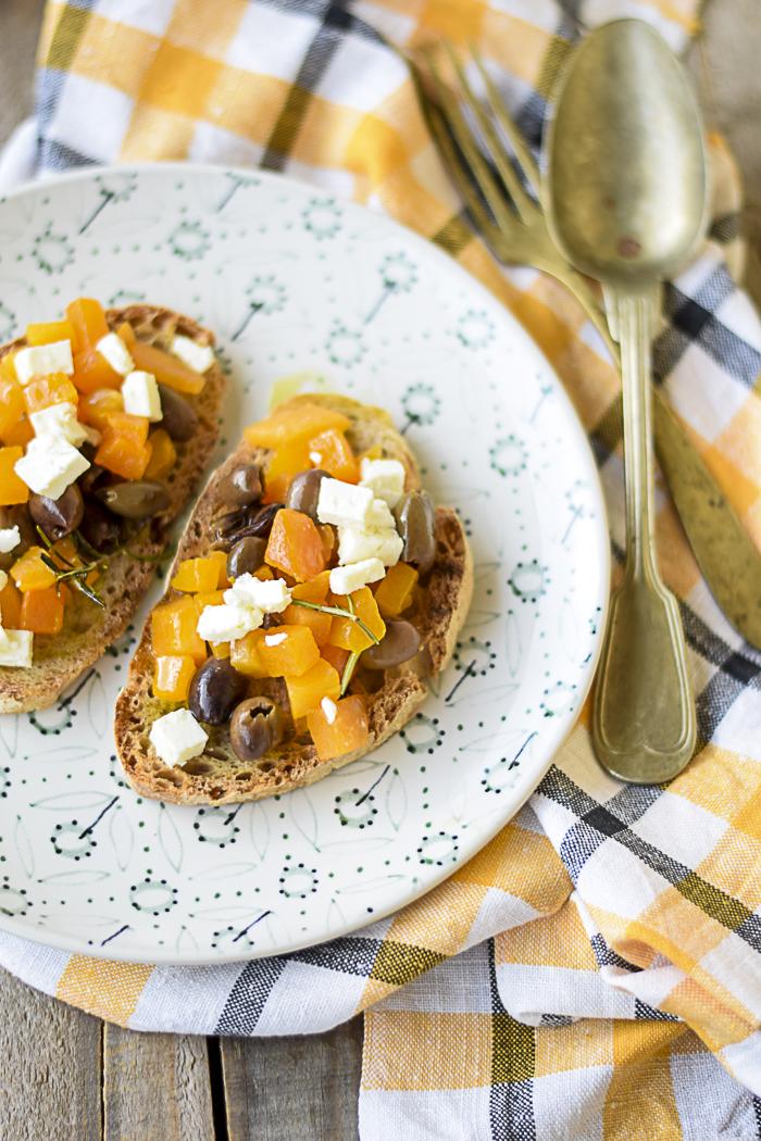 zucca, feta, olive, pane toscano, ricetta veloce,