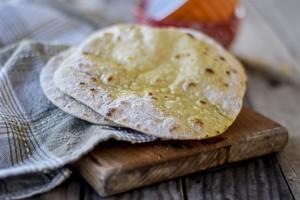 ricami di pastafrolla, pane indiano, senza lievito, pane in padella,