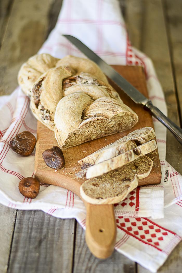pane treccia, fichi secchi, ricette lievitati, farina tipo 1, ricette di Pasqua