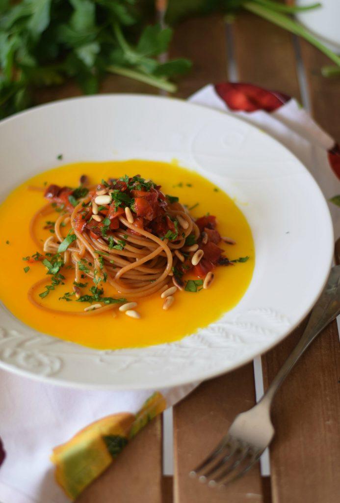 Spaghetti con peperoni e zafferano