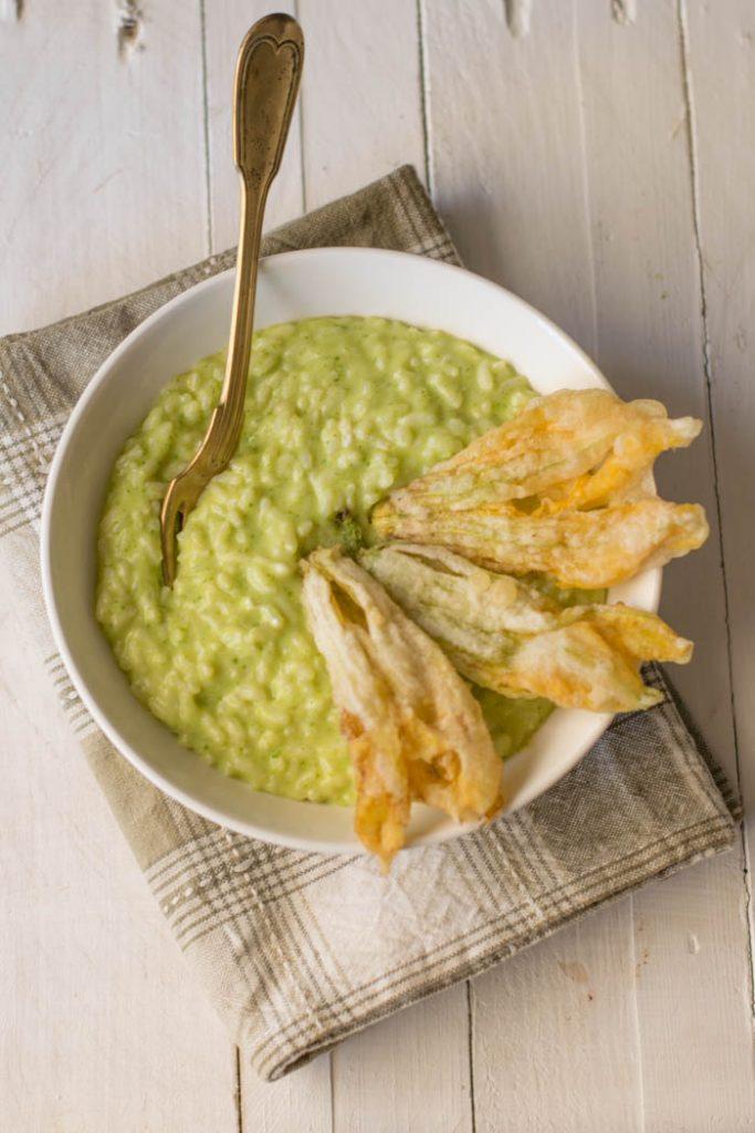 risotto con crema di zucchine e fiori di zucca fritti