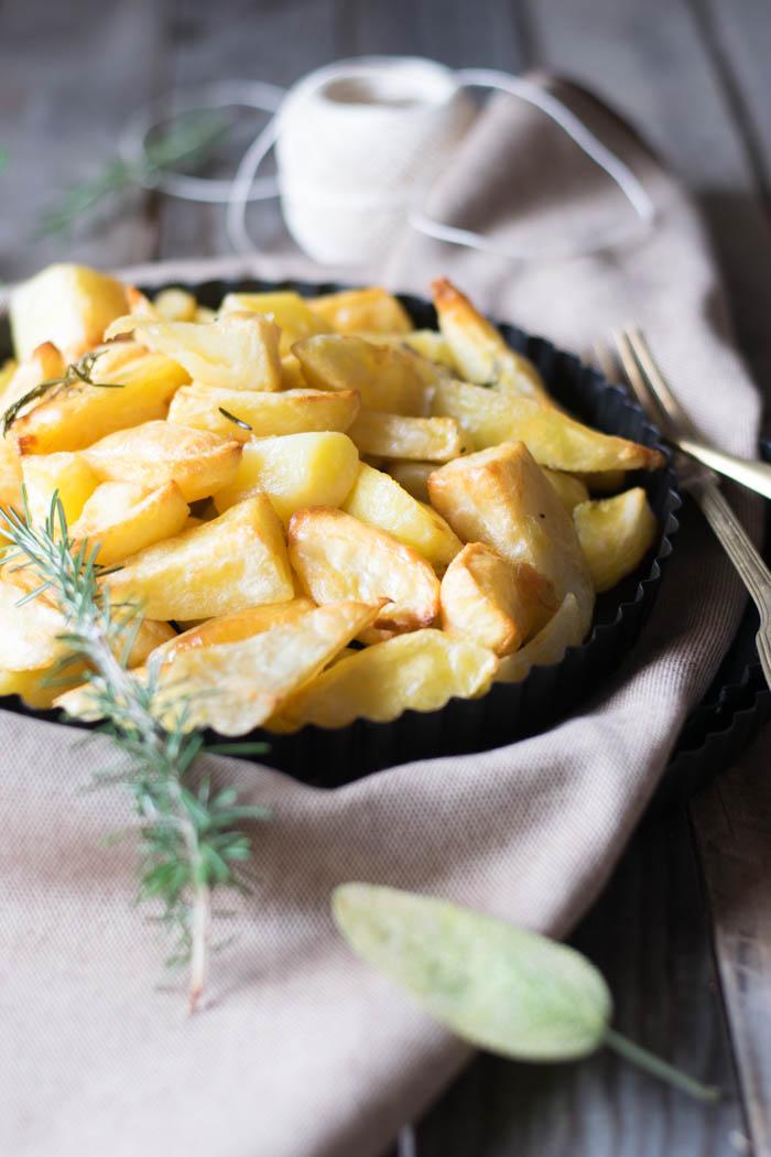 patate al forno aromatiche, patate della domenica. ricette delle feste