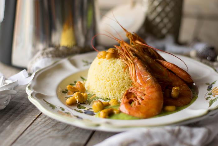Cuscus aromatizzato all' infuso di erbe e gamberi al curry