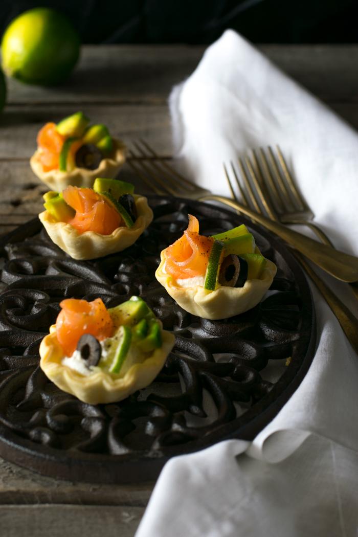 Tartellette con salmone e avocado
