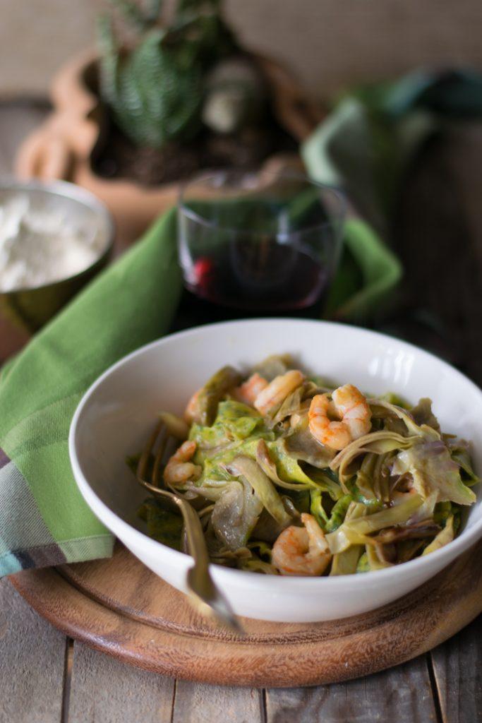 Tagliatelle agli spinaci con carciofi e gamberetti