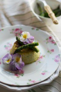 Come preparare il flan di asparagi morbido e delicato