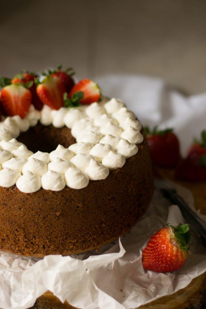 chiffon cake al cioccolato e panna montata
