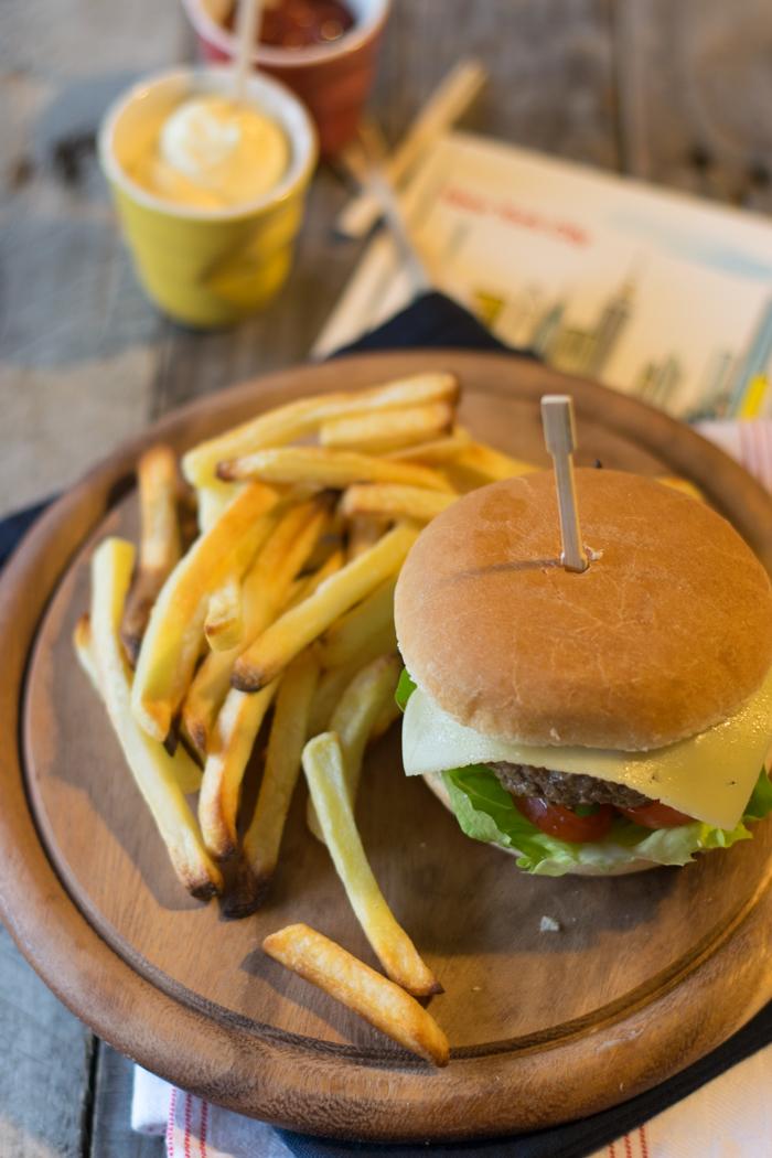 ricami di pastafrolla, hamburger fatto in casa, ricetta carne, secondo piatto, panino, panino con carne