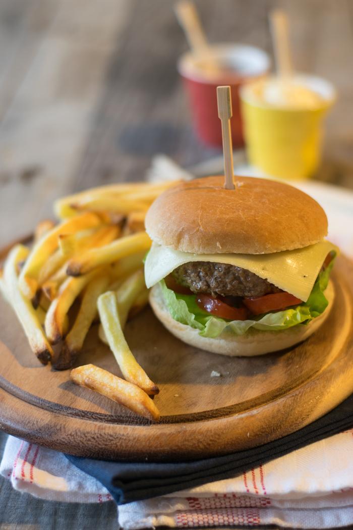 hamburger, american food, fast food, fatto in casa. carne rossa, chianina,