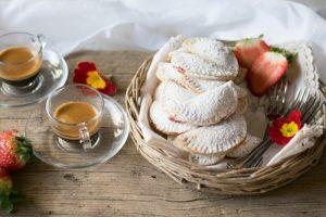 biscotti alla marmellata, piccola pasticceria dolce, marmellata,