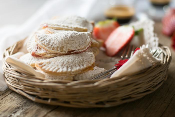 biscotti mezzelune alla marmellata