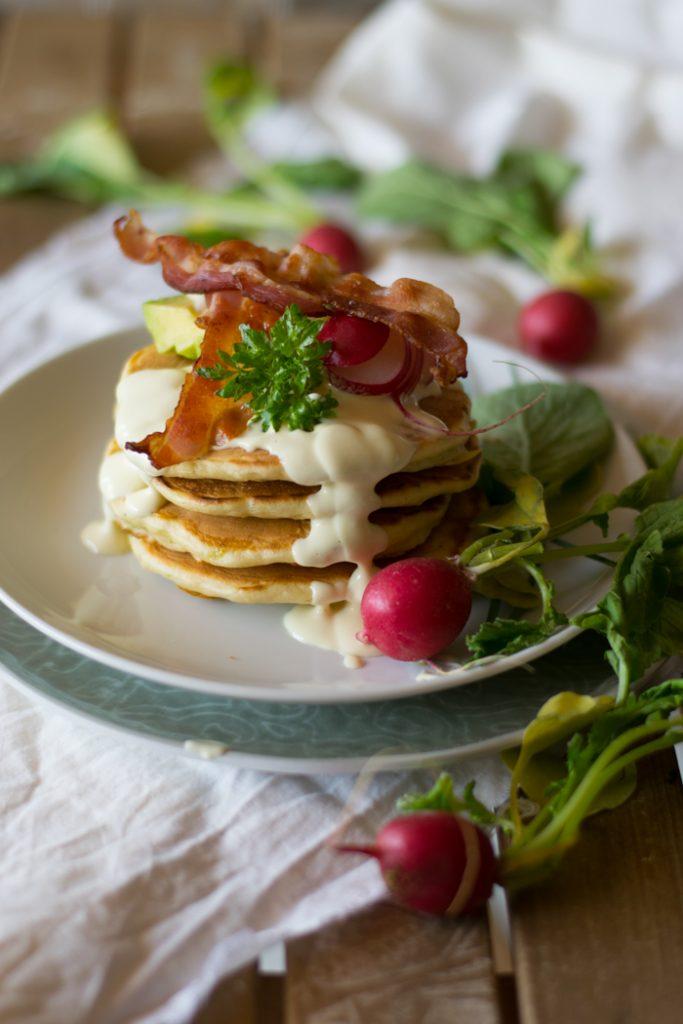 pancake salati con pancetta e salsa di senape