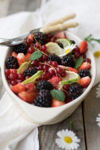 ricetta del tiramisù senza uova, tiramisu estivo, dolce con la frutta,