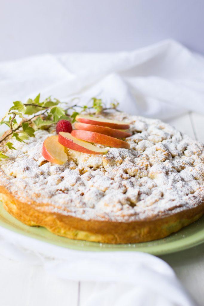 torta con le mele e frutta secca