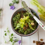 Pesto alle foglie di sedano e uvetta
