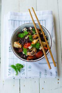 Come cucinare il riso Venere con gamberetti feta e pinoli