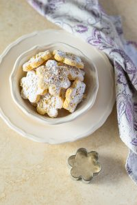 come preparare i biscotti in casa, dolcetti con le mandorle, ricetta biscotti veloce,