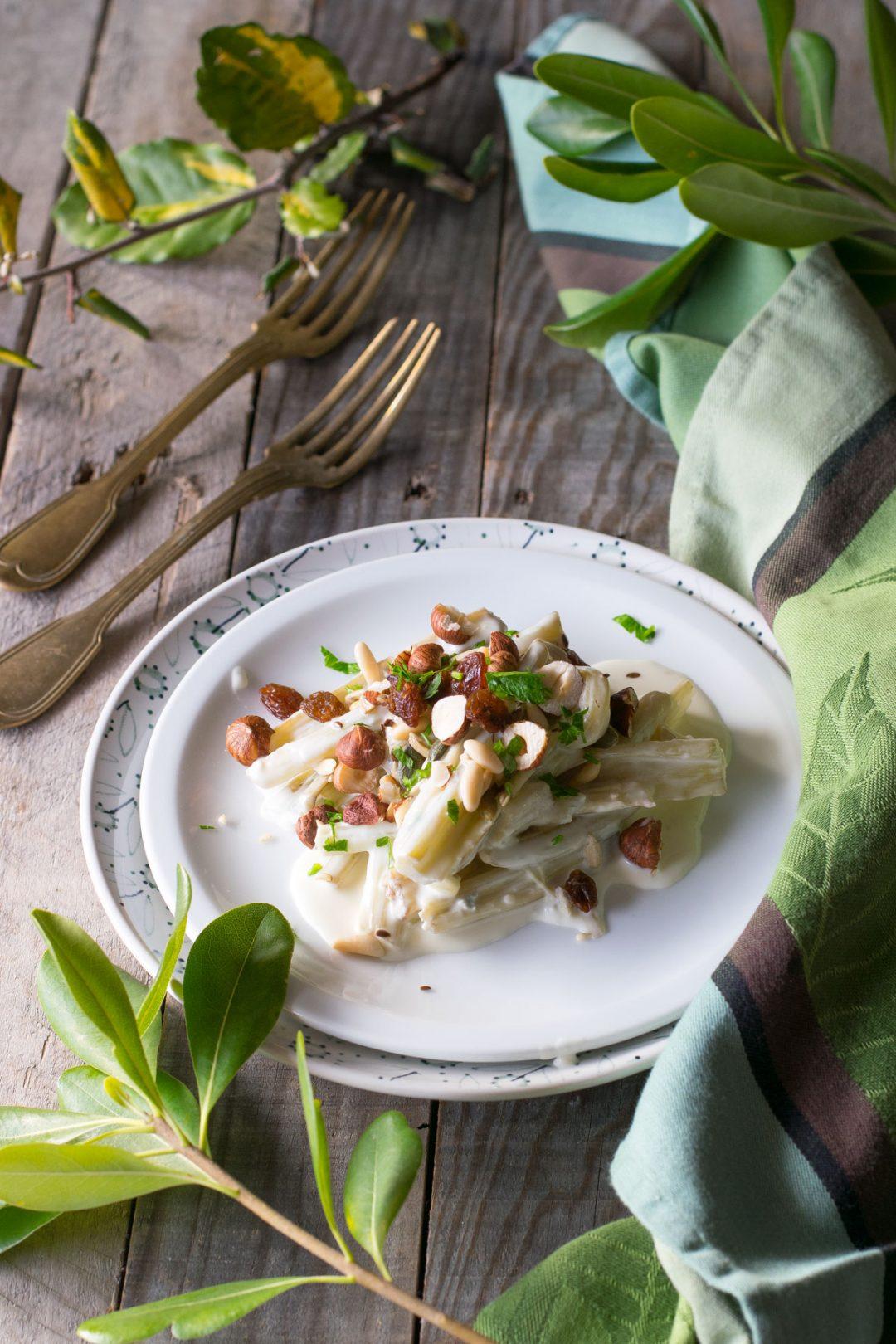 Cardi al tegame con gorgonzola e noci