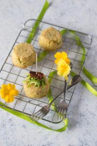 Una ricetta sana ed economica per preparae un antipasto con le zucchine e il pane raffermo