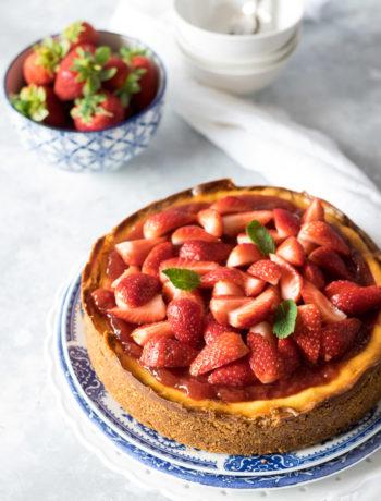 Come preparare la cheesecake cotta con marmellata di fragole e frutta fresca