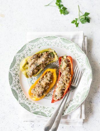 Peperoni ripieni di carne cotti al forno